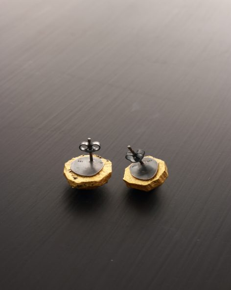 round facetted earstuds. Carved balsa wood refined with 24k gold leaf, oxidized silver back. michelle kraemer jewellery