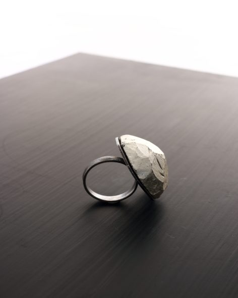 sideview of a chunky ring with white gold leaf and oxidized silver by michelle kraeer jewellery